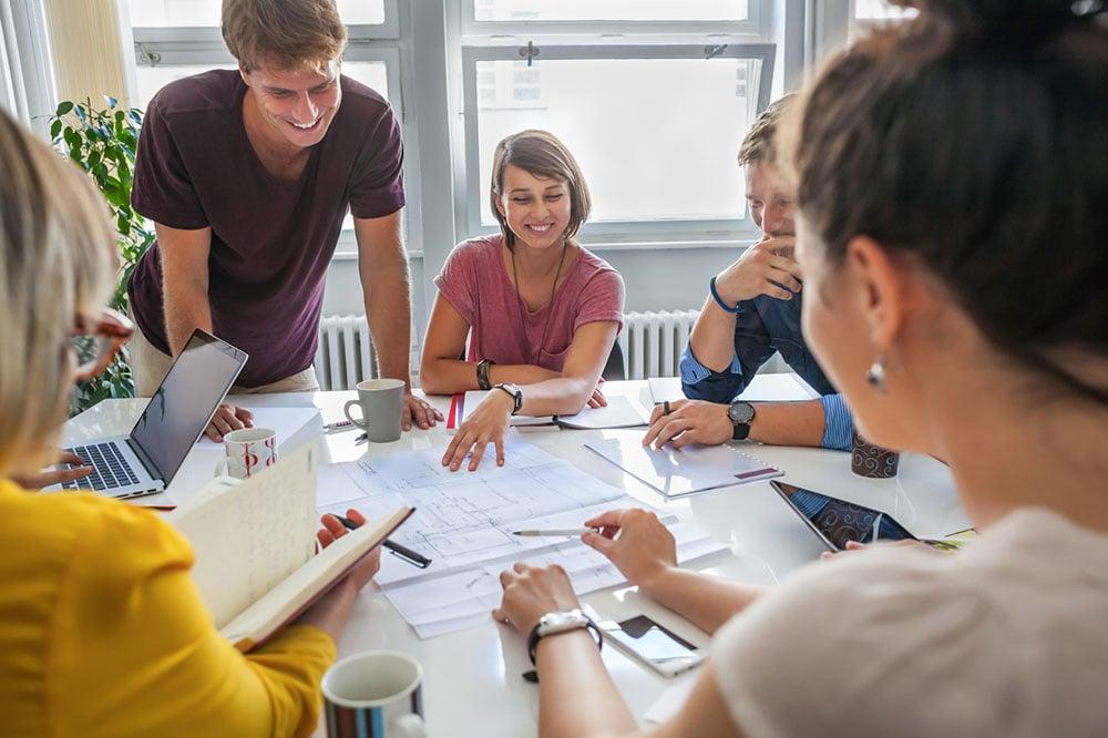 4-trin-til-at-skabe-en-omsorgsfuld-kultur-på-arbejdspladsen