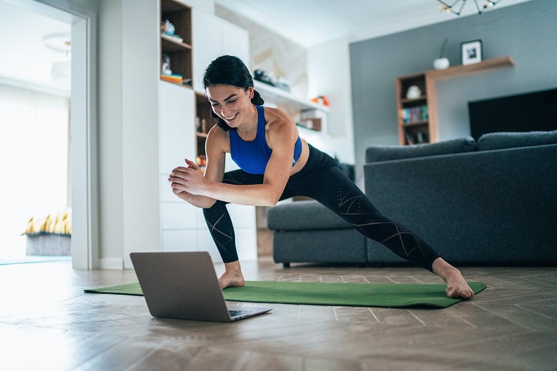 Fitness_hjemme_kvinde